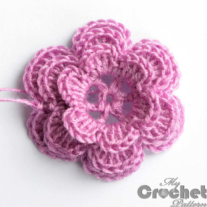 crochet small pink rose photo 2