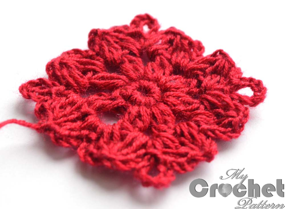 red crochet flower thic yarn - close photo