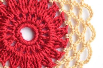 flower motif red center