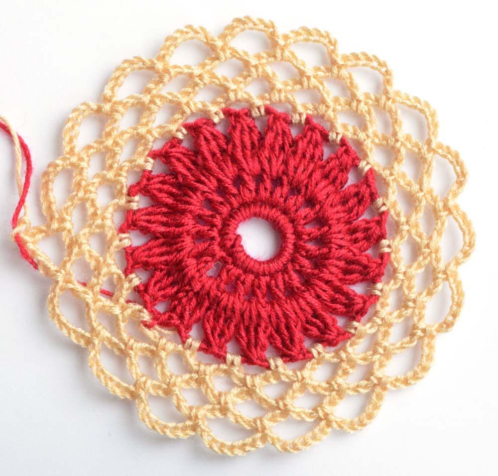 flower motif red center - big photo