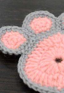 crochet a cute paw print -preview