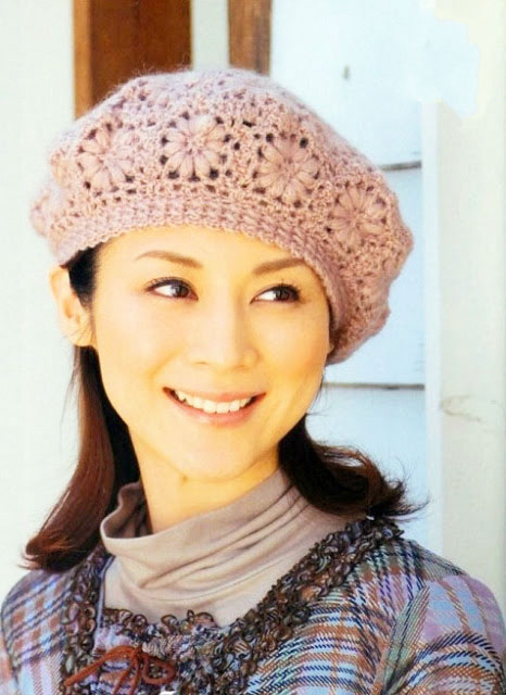 crochet beret pattern with flower motive - photo