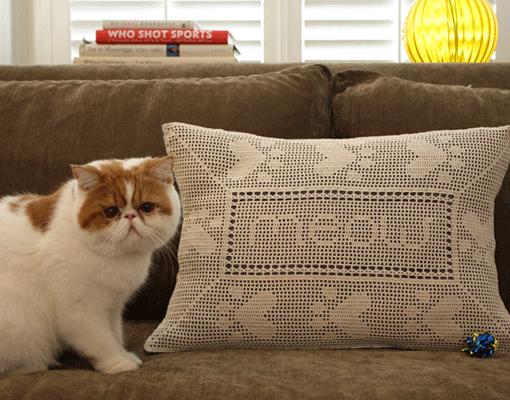 paw print pillow - photo 2