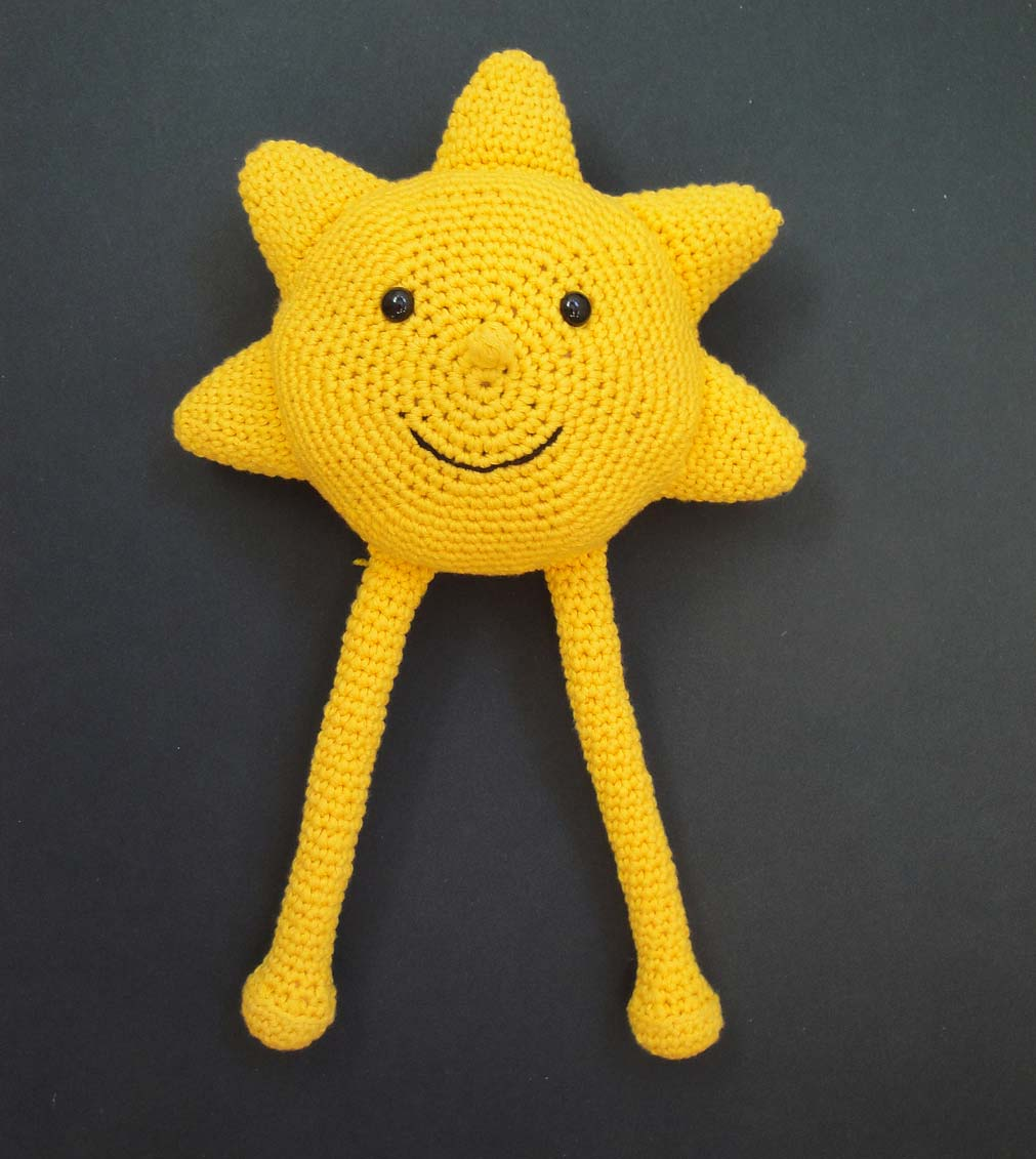 Smiling Sun Pillow Crochet Pattern photo 1